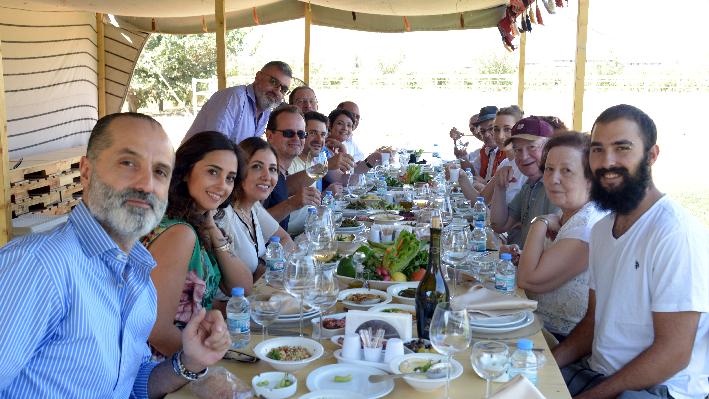 Libanesisches Weingut  Domaine Wardy mit Rudolf Knoll, Lisa Treutmann, Janek Schumann, Peer Holm und Serge Khaled