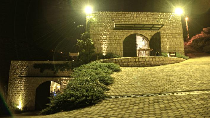 Libanesisches Weingut Domaine Baal mit Rudolf Knoll, Lisa Treutmann, Janek Schumann, Peer Holm und Serge Khaled