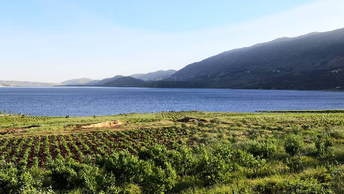 Lake Qaraoun infont of Latourba
